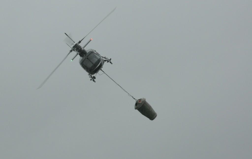HelikopteriLannoitusastiaVinossa